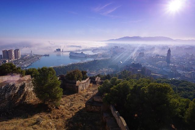 Uitzicht op Malaga, Bezoek Benalmádena